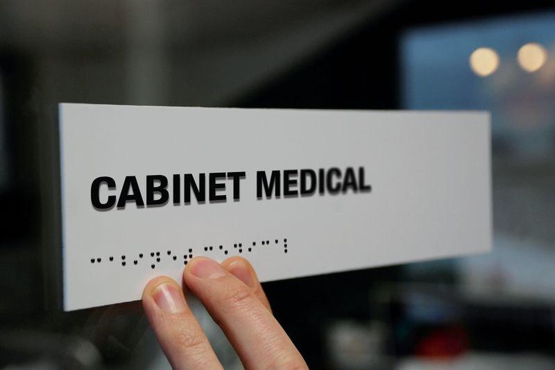 Signalétique braille PVC avec texte Cabinet médical