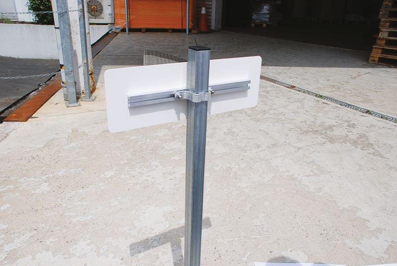 Kit 2 profilés pour fixation de panneau sur poteau