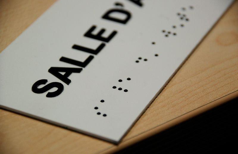 Signalétique braille PVC avec texte Salle d'attente - Securimed