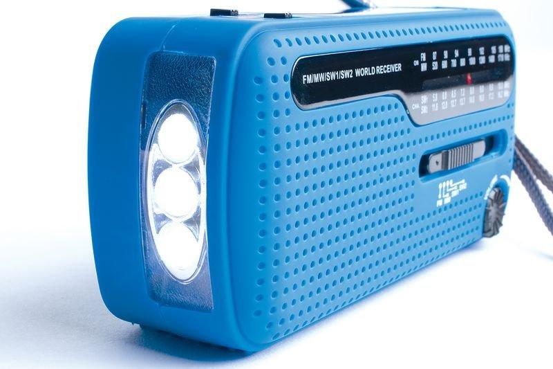 Radio lampe dynamo à piles - Trousses de secours écoles et lycées