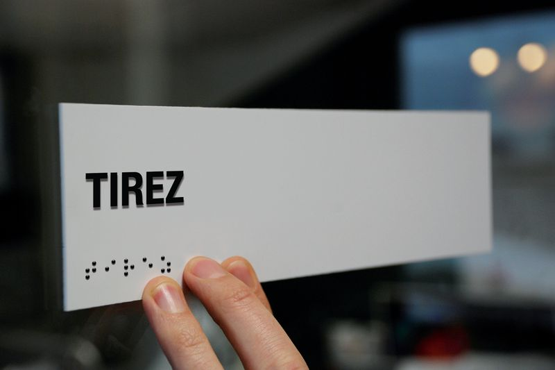 """Signalétique braille en PVC et texte """"Tirez"""""""