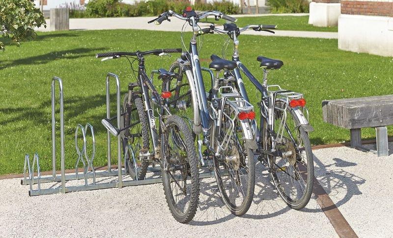 Range-vélos avec des arceaux de 2 niveaux haut/bas