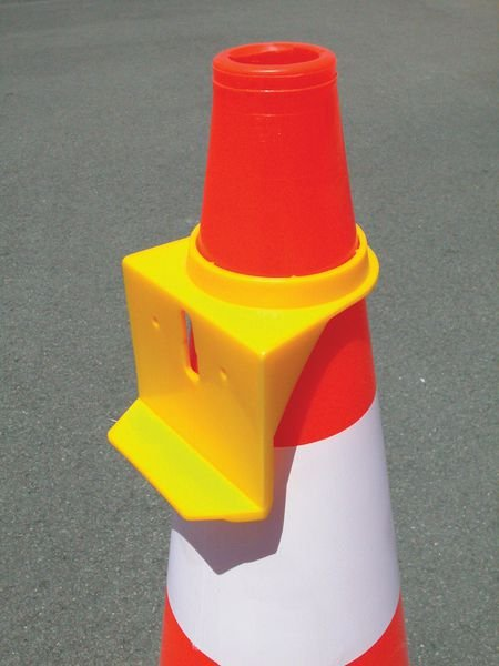 Fixation pour lampe sur cône
