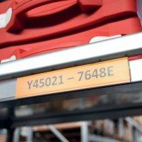 Porte-étiquettes adhésifs discrets pour rayonnages