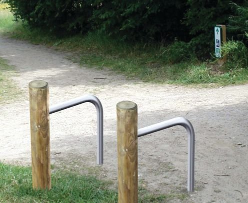 Range vélos poteau bois 2 vélos H 1500 mm