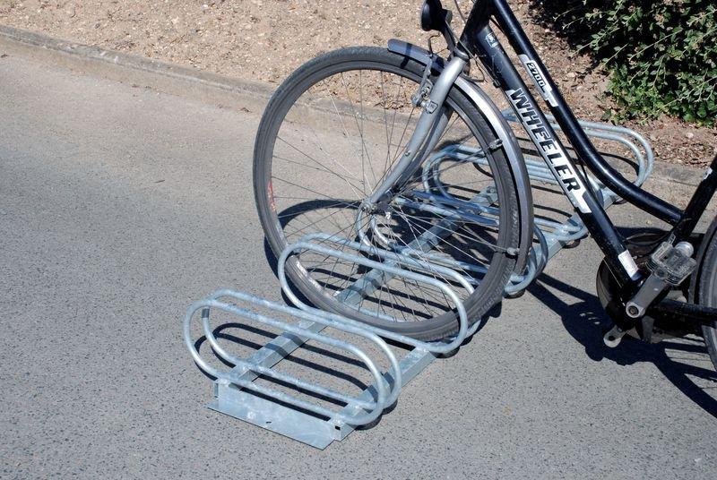 Range-vélos 5 places face à face - Signals
