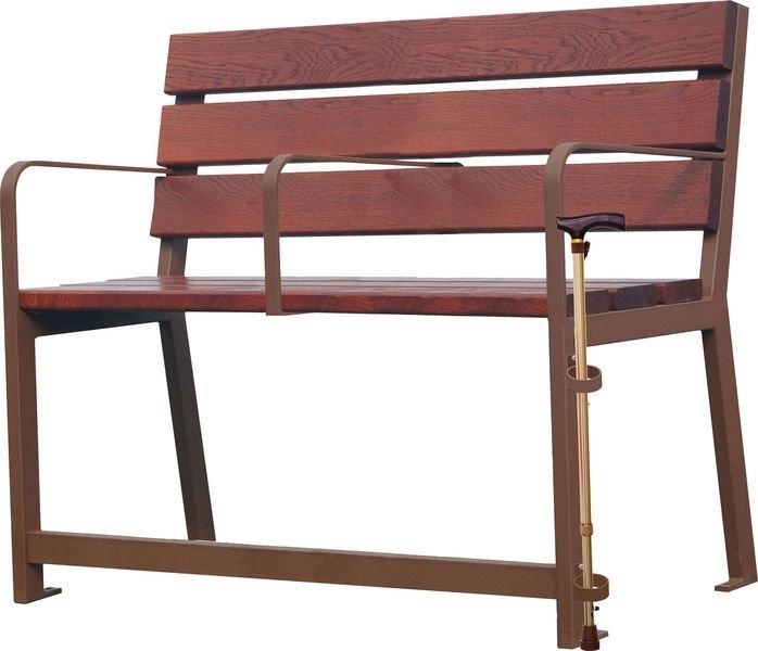 Bancs et fauteuils senior en bois et acier