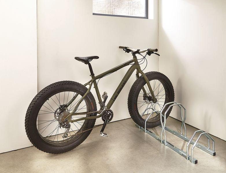 Range-vélos réglable pour pneus larges - Range-vélos