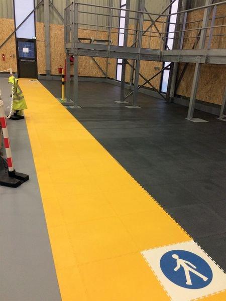 Dalles de sol en PVC haute résistance personnalisées - Signals