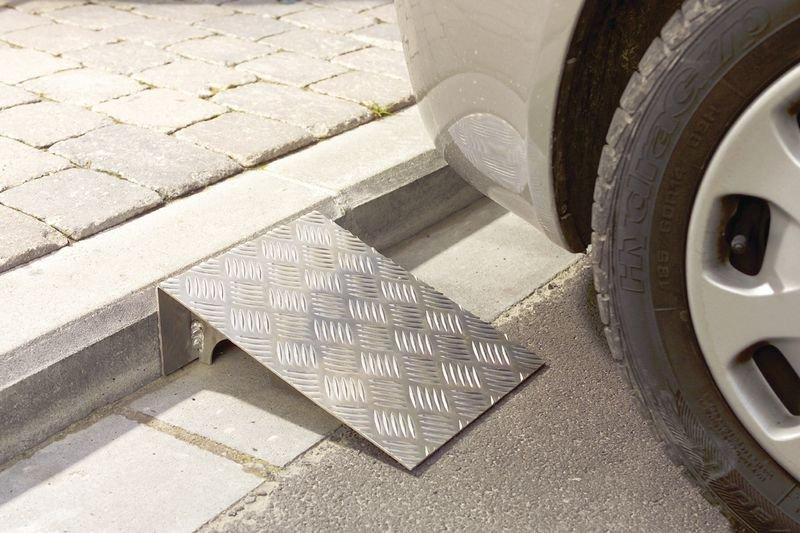 Rampe d'accès acier galvanisé Spécial trottoir