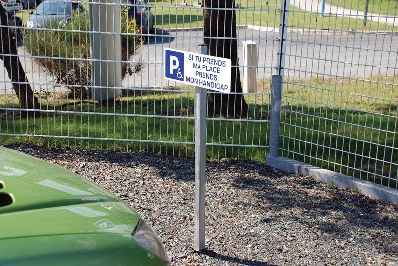 Kit Parking réservé recharge des véhicules électriques - Panneaux PVC et autocollants Parking