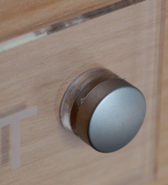 Plaque Plexi Gravée à visser 100x100 mm personnalisable - Signals
