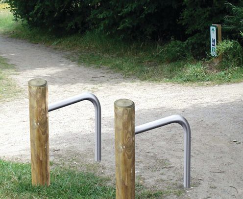 Range vélos poteau bois 2 vélos
