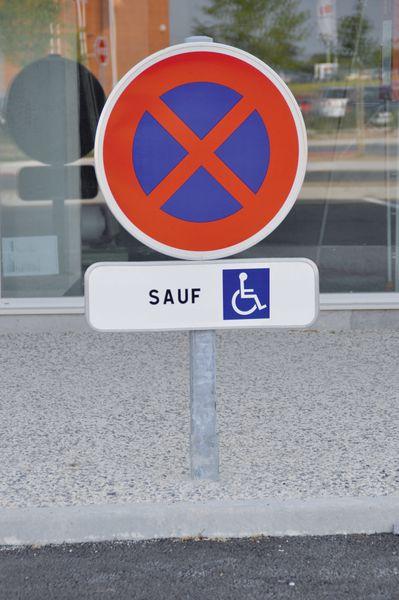 Kit de stationnement places personnes handicapées (photo)