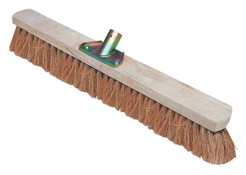 Balais et manches en bois pour la voirie (photo)