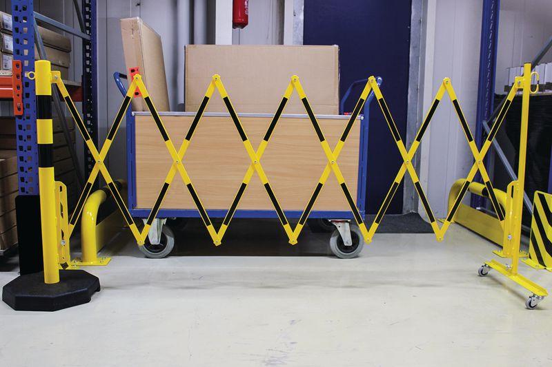Barrière extensible avec poteau mobile lesté (photo)