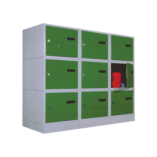 Socles pour casiers de vestiaires individuels.