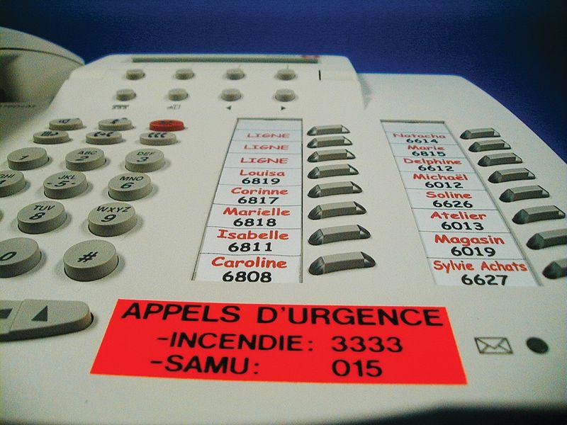 Etiquettes personnalisées fluo pour téléphone (photo)