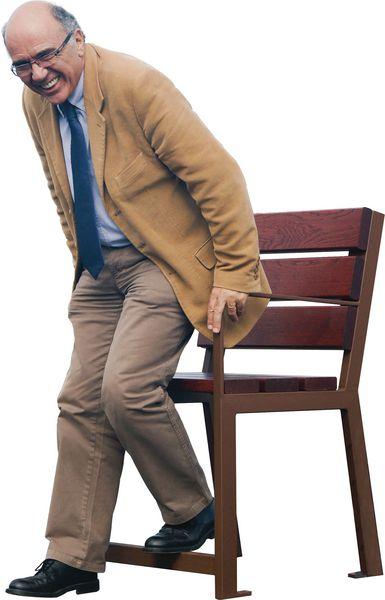 Bancs et fauteuils senior en bois et acier (photo)