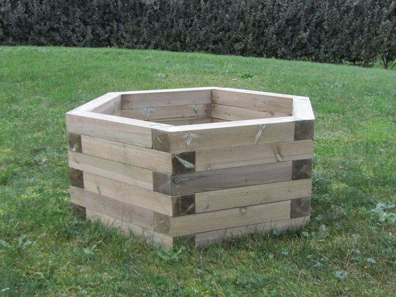 Jardinières en bois hexagonales