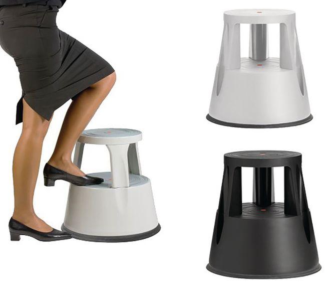 Marche-pieds avec roulettes rétractables