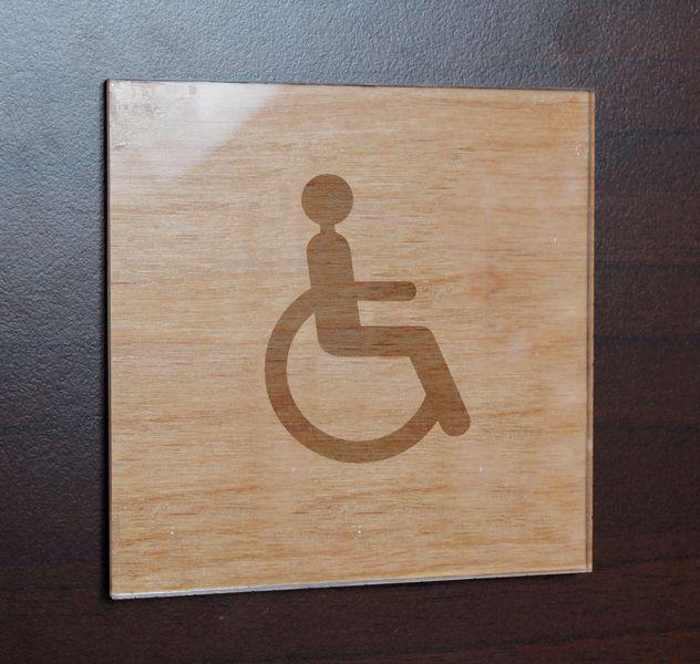 Plaque bois gravée + Plexi 100 x 100 pictogramme