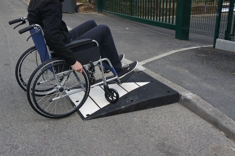 rampe handicap pour parking signals. Black Bedroom Furniture Sets. Home Design Ideas