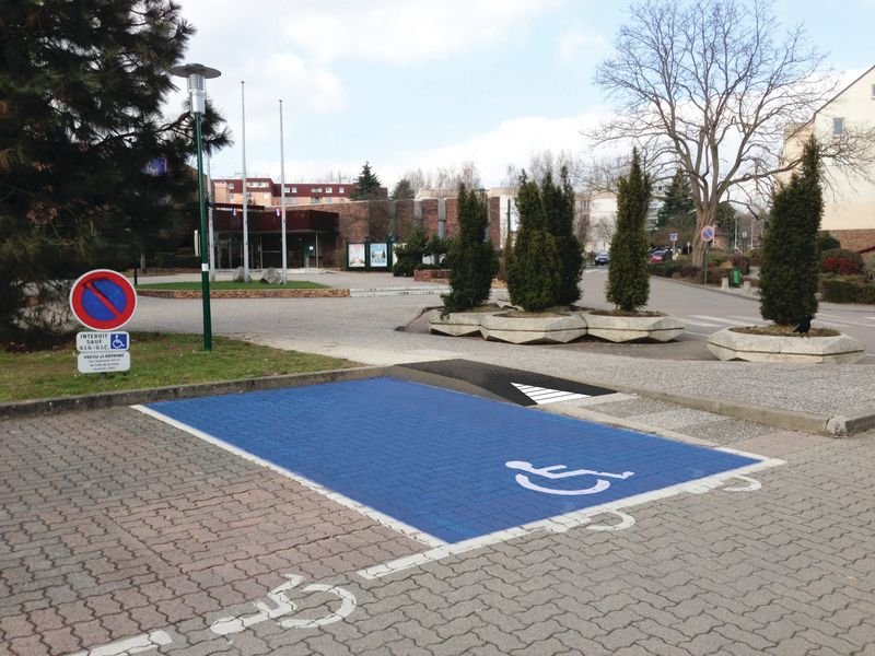 Rampe handicap pour parking signals for Rampe d acces handicape