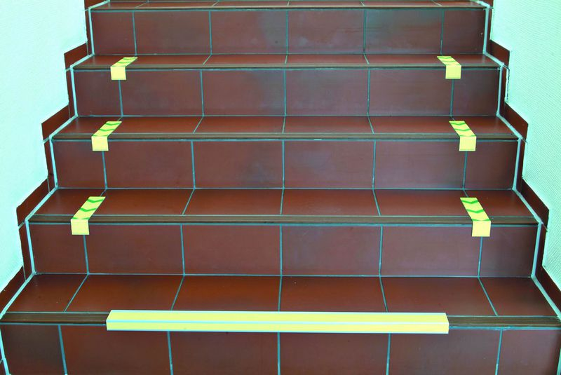 Signalisation d'un escalier repères droits (photo)