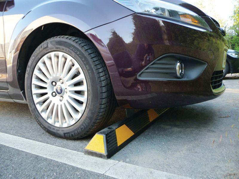 Séparateur de zone ou butée de parking haute visibilité