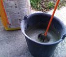 Mélangez dans un contenant propre les 25kg avec 6 litres d'eau et attendre 2 à 3 minutes