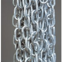 Long-Link Steel Chains with Indoor and Outdoor Finish Options
