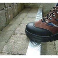 Treppenkanten-Profile, Tränenblechdesign