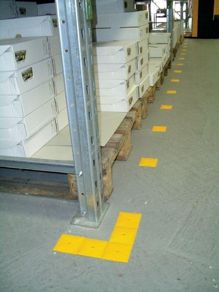 Schlagdübel mit Schraube - Bodenmarkierung