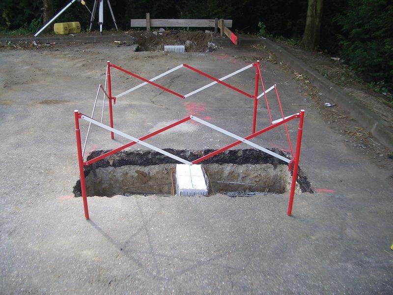 Stahl-Absperrbarrieren, quadratisch - Absperrzäune und Absperrgitter