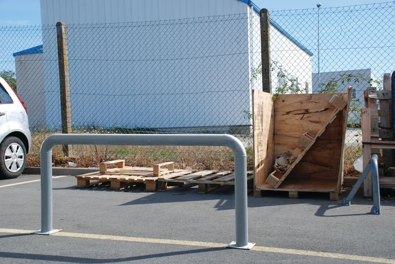 4 Schrauben für Beton - Befestigungsmaterial für Schutzbügel