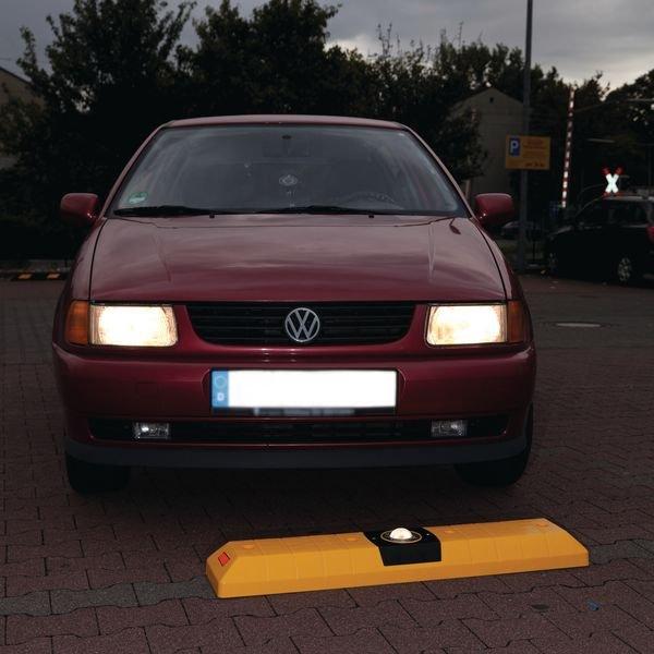 Leitschwellen mit Kugelreflektor - Parkplatzbegrenzung