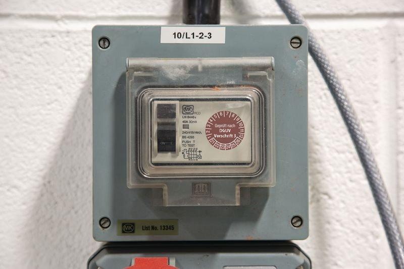 Geprüft gemäß DGUV Vorschrift 3 - DGUV Grundplakette, auf Bogen - Grundplaketten