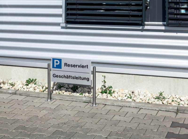 parkplatz reserviert f r mitarbeiter premium parkplatz. Black Bedroom Furniture Sets. Home Design Ideas