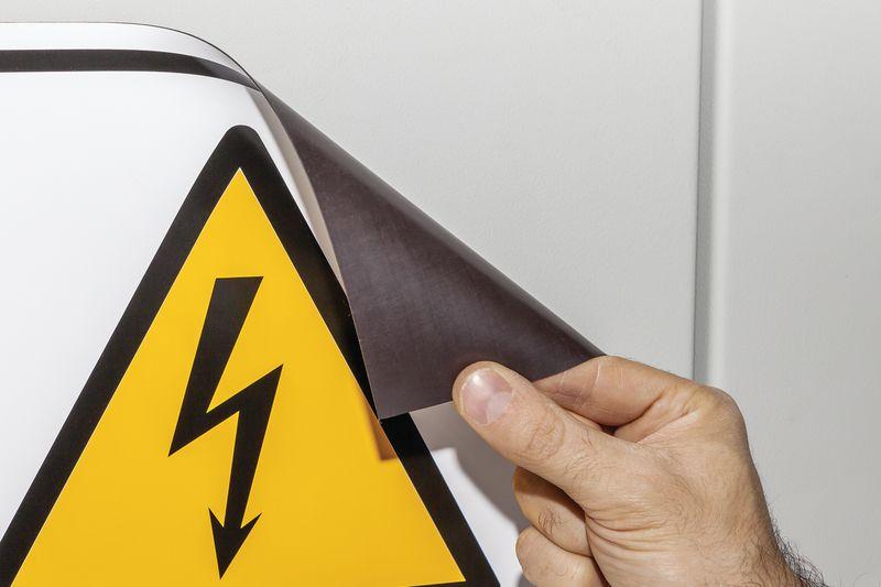 Spannung Voltage - Schilder mit Sicherheitszeichen Elektrotechnik ...