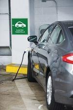 Elektrotankstelle Auto beim Laden