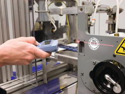 Barcodeetikett wird von einem Barcodescanner erfasst