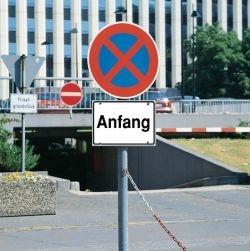 Verkehrsschilder nach StVO auf Betriebsgelände