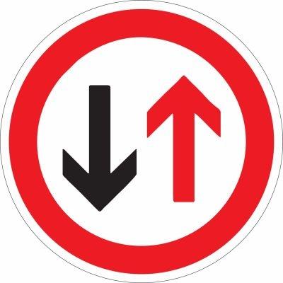 Schild Gegenverkehr nach StVO