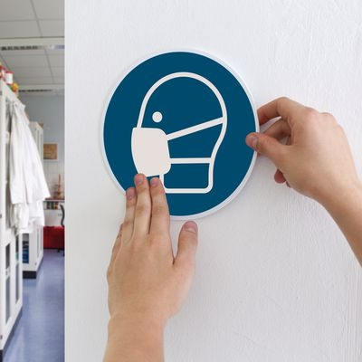 Aufkleber mit dem Gebotszeichen für Atemschutz