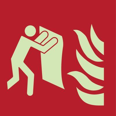 Löschdecke gegen Brände verwenden