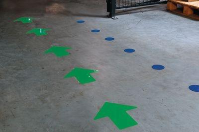 Bodenmarkierung ToughStripe, grüne vorgestanzete Fußabdrücke zum Aufkleben