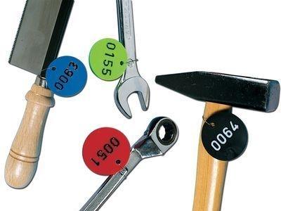 Werkzeuge mit nummerierten Werkzeugmarken aus Kunststoff