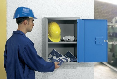Schrank für Arbeitsschutzausrüstung