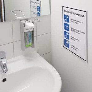 Hygiene-Aushang im Waschraum